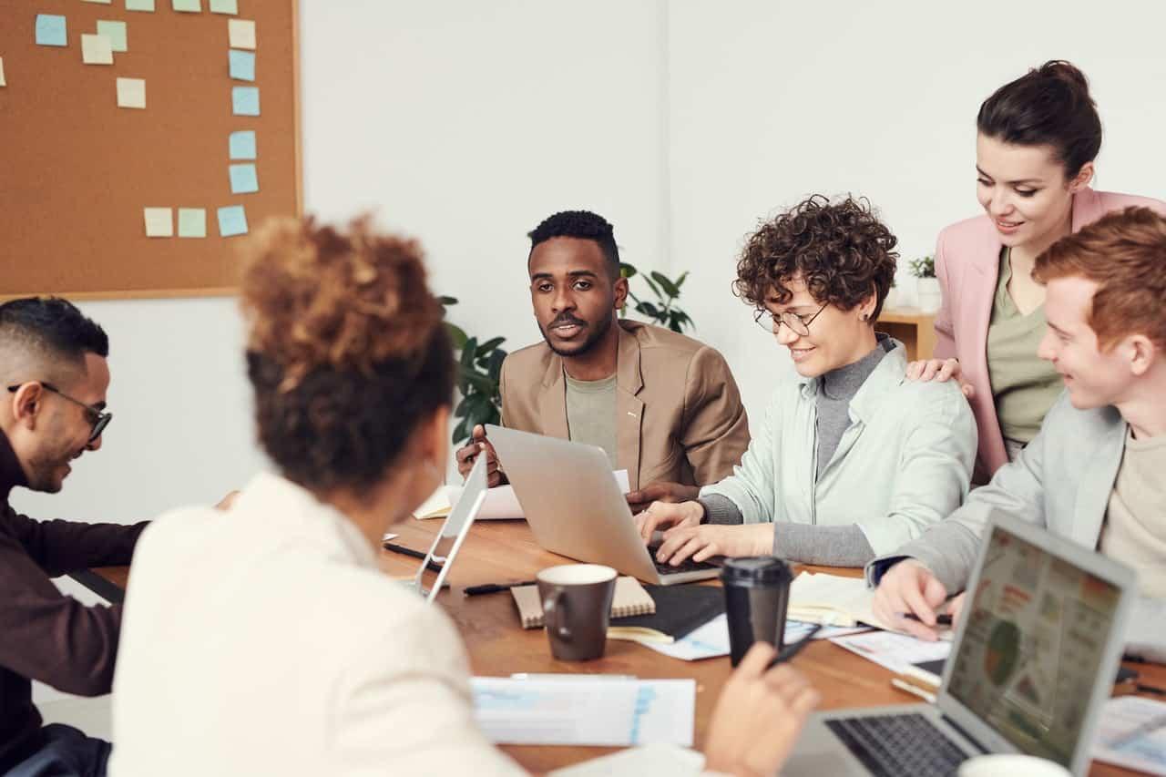 Pengertian Komunikasi Bisnis, Tujuan, Unsur-Unsur, Fungsi, Manfaat Beserta Contohnya